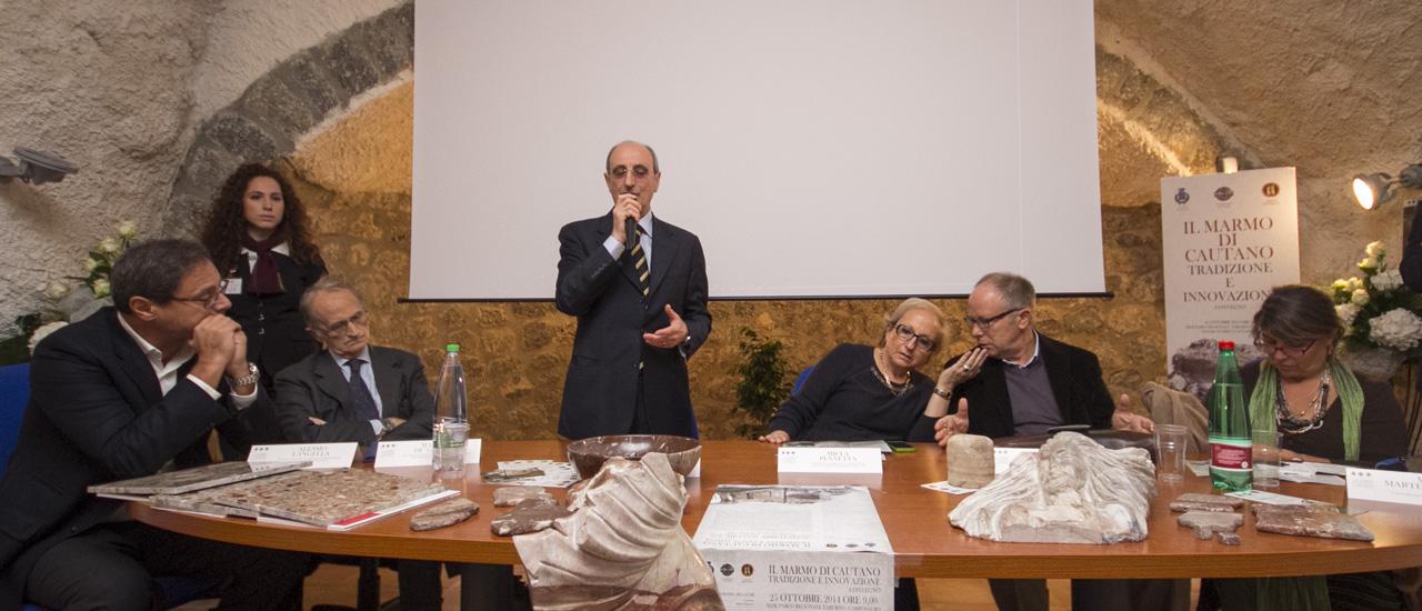 """Italo Abate, Presidente Di """"Ambiente Mediterraneo"""" saluta gli invitati"""